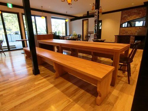 ロングテーブルとロングベンチ